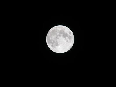月の画像を探していて見つけたこの画像、 なんだか吸い込まれそうになります・・・