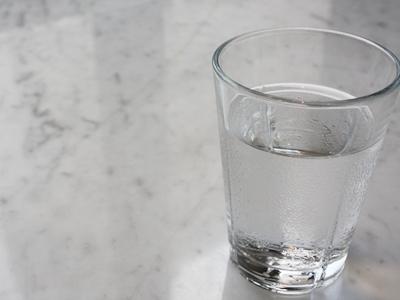 認知症予防の成果を上げている富山市の「水のみ運動」