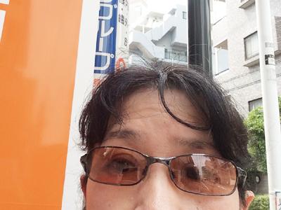似合わないのは自覚しつつ、 目を守るためにUVカットのサングラスをかけてます。 自分を自分で撮るのがヘタでごめんなさい!