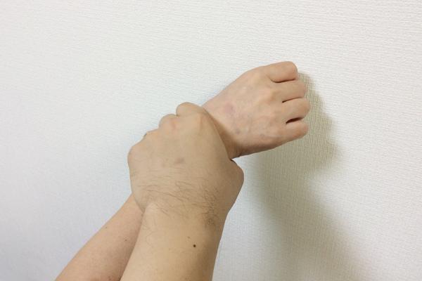 お母さんとの手の繋ぎ方