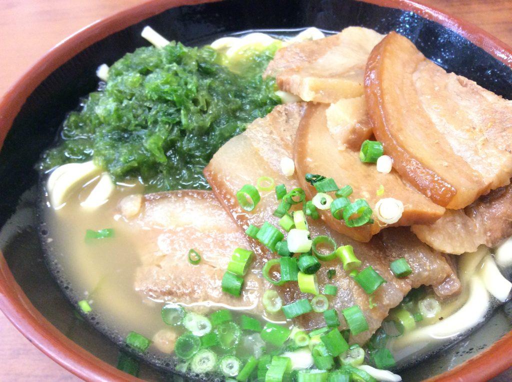 沖縄そばをたった1杯食べるだけで、元気と笑顔になります!