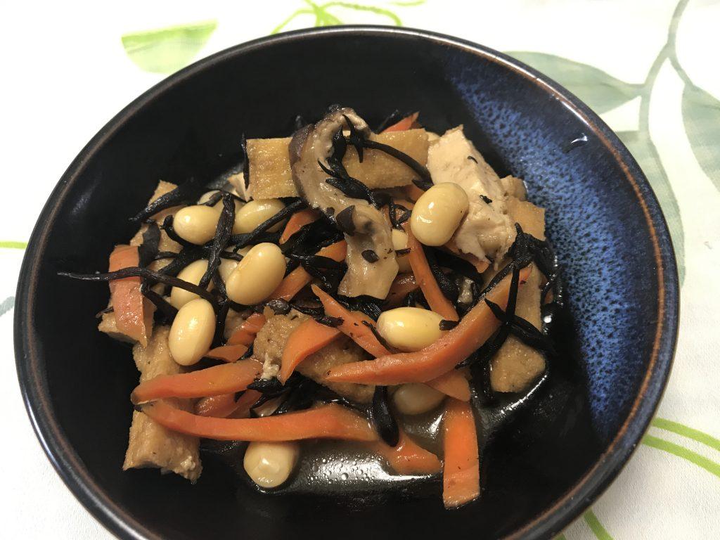 ひじきの煮物に、干したにんじんとシイタケをプラスしたら味に深みが出ました!